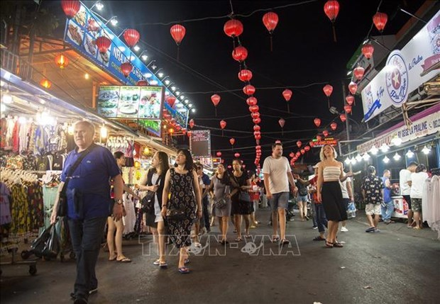Vietnam welcomes 12.9 million foreign tourists in 9 months hinh anh 1
