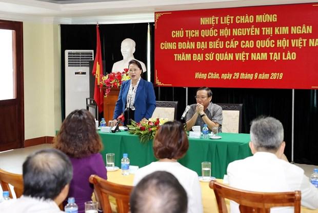 Top legislator visits Vietnamese Embassy in Laos hinh anh 1