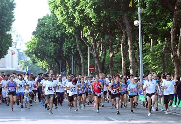 National team members triumph at Run for Peace hinh anh 1