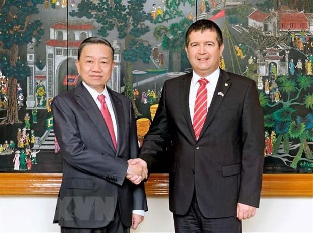 Vietnam, Czech Republic boost cooperation in crime combat hinh anh 1