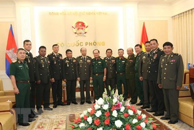 Vietnam, Cambodia look to strengthen defence ties hinh anh 1