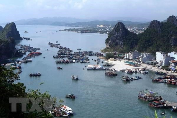 Quang Ninh: Van Don island district develops marine tourism hinh anh 1