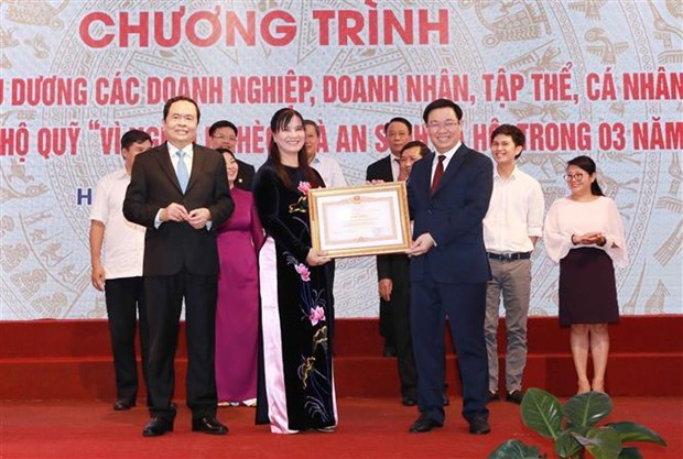 Organisations, individuals honoured for contributions to Fund for the Poor hinh anh 1