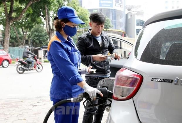 Petrol prices adjusted up after four consecutive reductions hinh anh 1