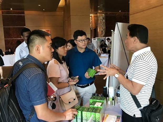 Vietnamese exporters urged to take advantage of e-commence platform hinh anh 1