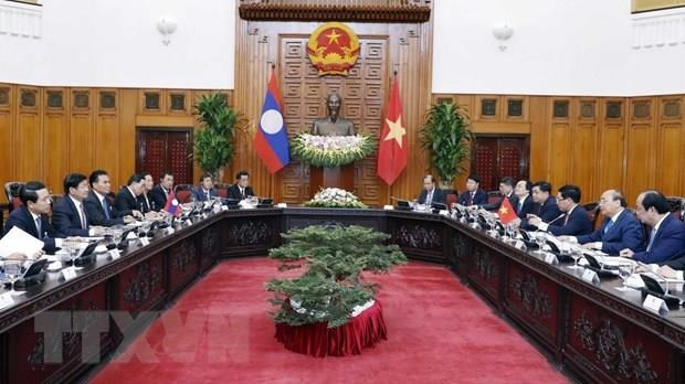 Vietnamese, Lao PMs hold talks hinh anh 1