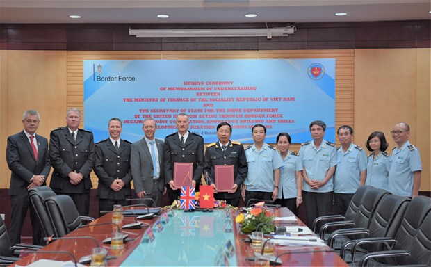 Vietnam Customs, UK border force enhance cooperation hinh anh 1