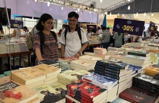 Hanoi Book Festival kicks off to mark 65th Capital Liberation Day hinh anh 1
