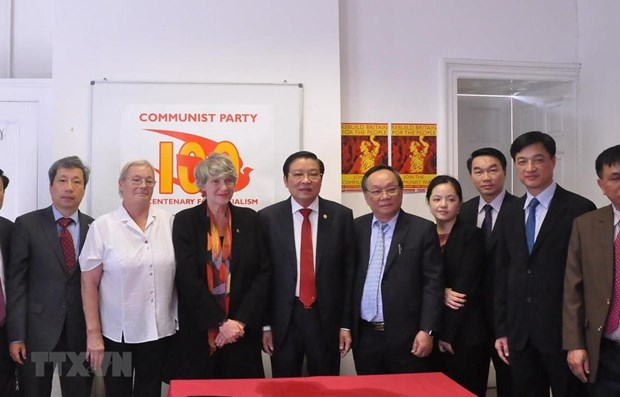 Party official active in UK hinh anh 1