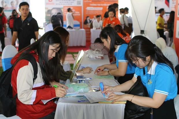 HCM City needs 75,000 labourers in last quarter hinh anh 1
