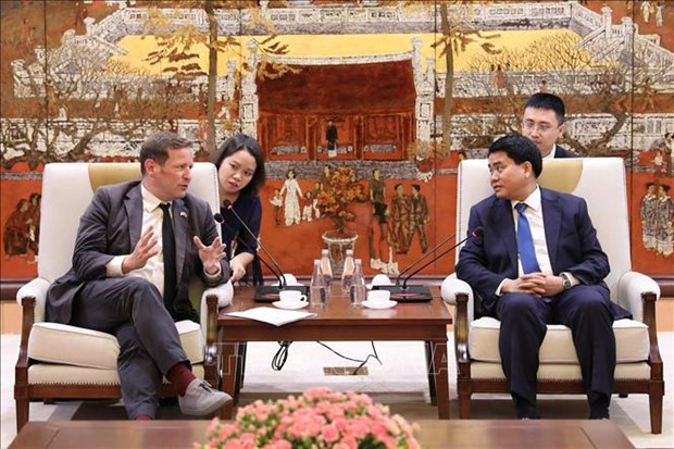 Hanoi looks to boost educational cooperation with UK hinh anh 1