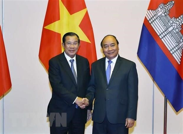 Cambodian Prime Minister begins official visit to Vietnam hinh anh 1