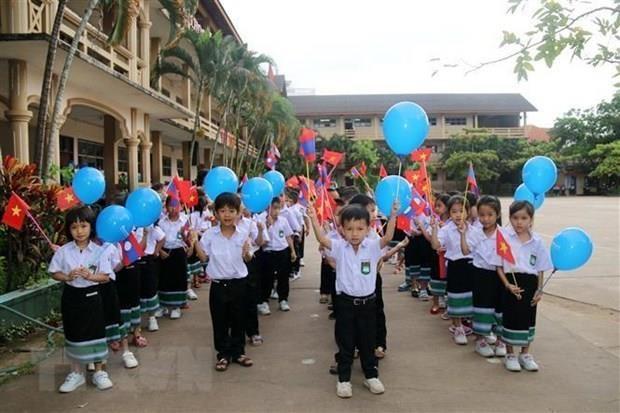 Overseas Vietnamese celebrate teachers' day in Laos hinh anh 1