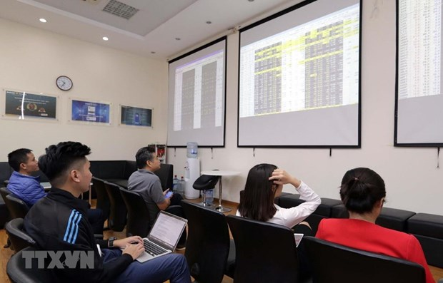 Transactions in derivatives market fall sharply in September hinh anh 1