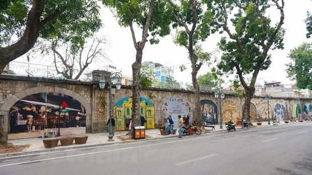 Hanoi's Old Quarter hosts strings of events for Liberation Day celebration hinh anh 1