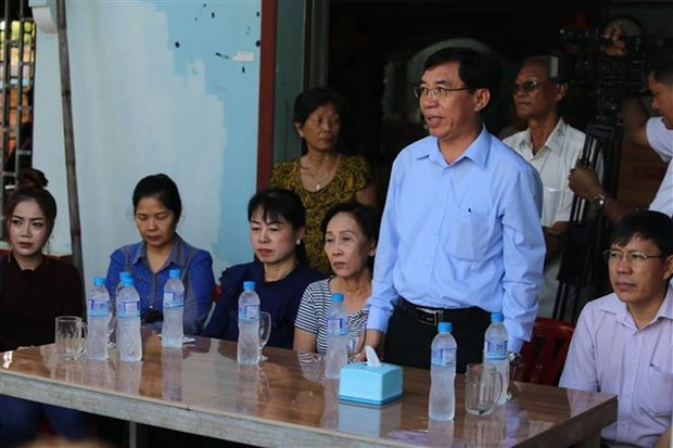 Aid offered to flood-hit overseas Vietnamese in Cambodia hinh anh 1