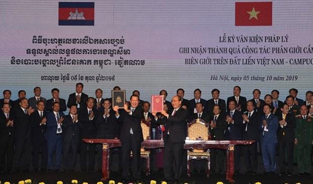 Cambodian media spotlight PM Hun Sen's visit to Vietnam hinh anh 1