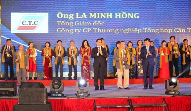 Entrepreneurs, businesses win awards in Mekong Delta hinh anh 1