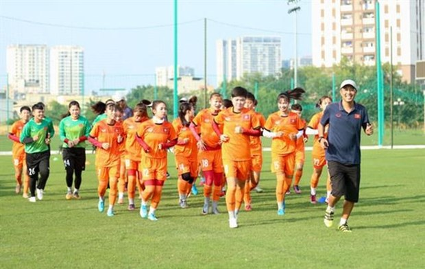 Vietnam's U19 women players train for AFC championship hinh anh 1