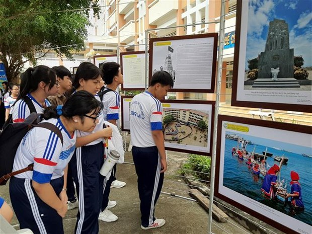 Exhibition on Hoang Sa, Truong Sa comes to Long An hinh anh 1
