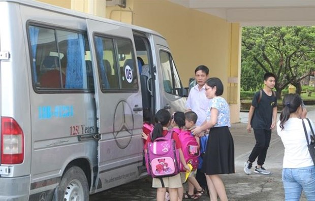 Ministries work together to improve school bus safety hinh anh 1
