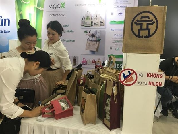 Hanoi's garment firms try to go green hinh anh 1