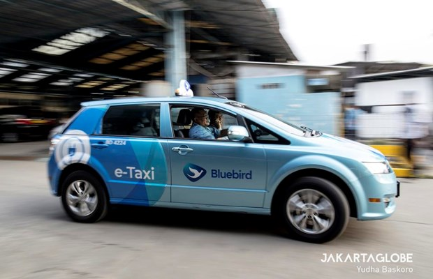 Indonesia's largest taxi operator launches electric cars hinh anh 1