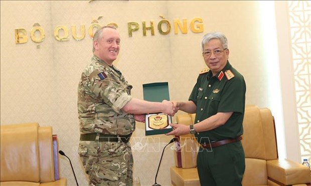 Deputy Defence Minister receives UK defence attaches hinh anh 1