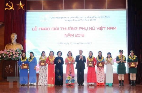 Vietnamese women honoured for positive contributions to society hinh anh 1
