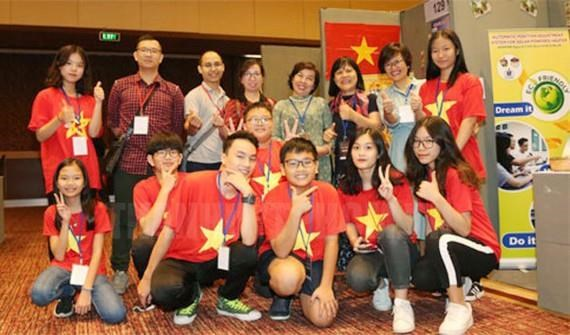 Vietnamese students win big at int'l young inventors contest in Indonesia hinh anh 1