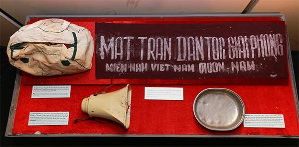 Exhibition honours Vietnamese women in national defence and development hinh anh 1