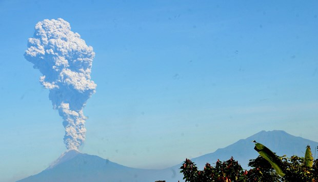 Indonesia: Volcanic eruption triggers aviation warning hinh anh 1