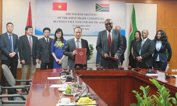 Vietnam, South Africa enhance economic, trade links hinh anh 1