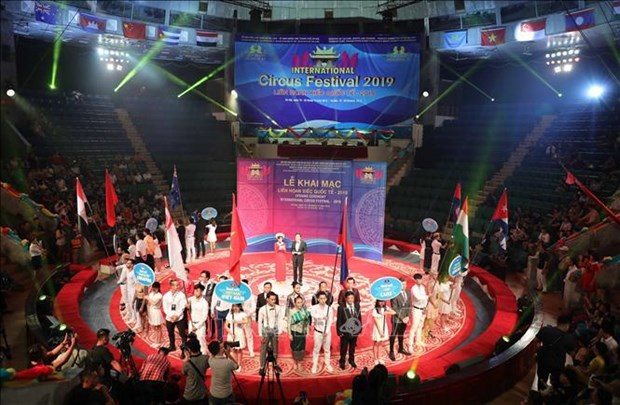 Int'l circus festival underway in Hanoi hinh anh 1
