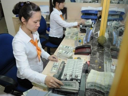 Reference exchange rate down 5 VND on October 18 hinh anh 1