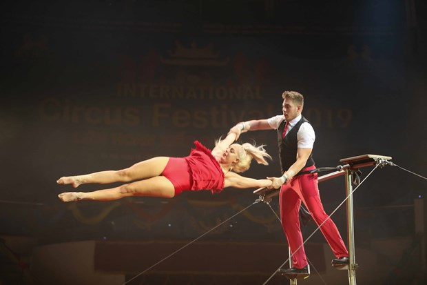 Hanoi international circus festival closes hinh anh 1