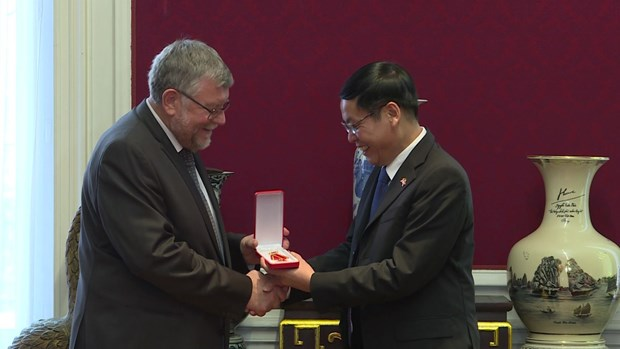 Friendship order conferred upon Belgian association hinh anh 1