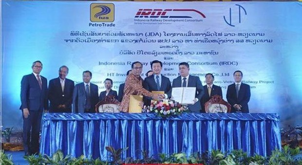 Indonesian firm to build railway linking Laos with Vietnam hinh anh 1