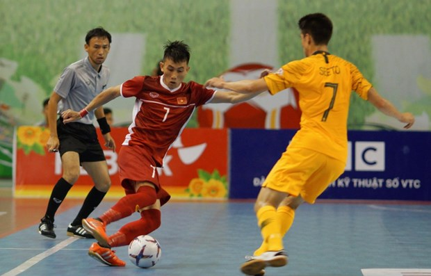 Vietnam win first match of futsal champs hinh anh 1