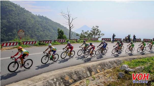 Nam Ky Khoi Nghia bike race runs through Cambodian localities hinh anh 1