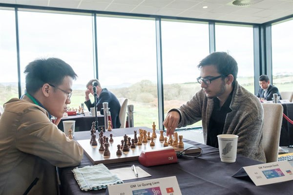 Vietnamese GMs reap positive results at FIDE Grand Swiss hinh anh 1