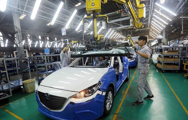 Domestic automobile industry in need of policies to raise competitiveness hinh anh 1