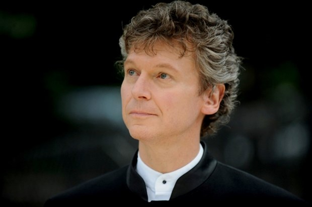 American conductor leads concert at HCM City Opera House hinh anh 1