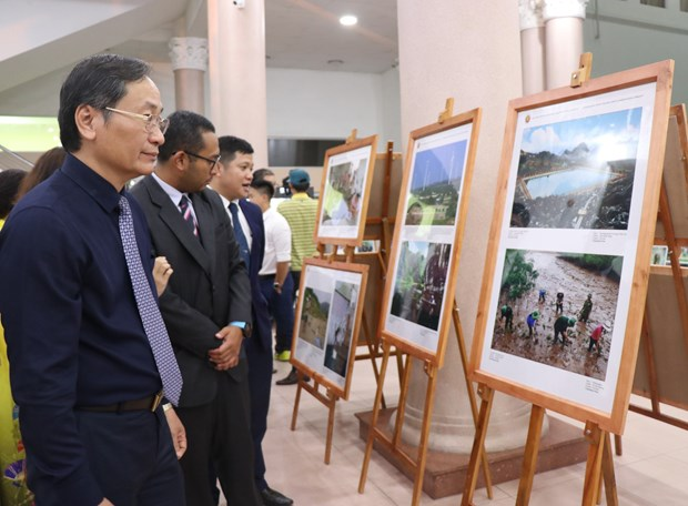 ASEAN-themed photos, documentaries on show in Khanh Hoa hinh anh 1