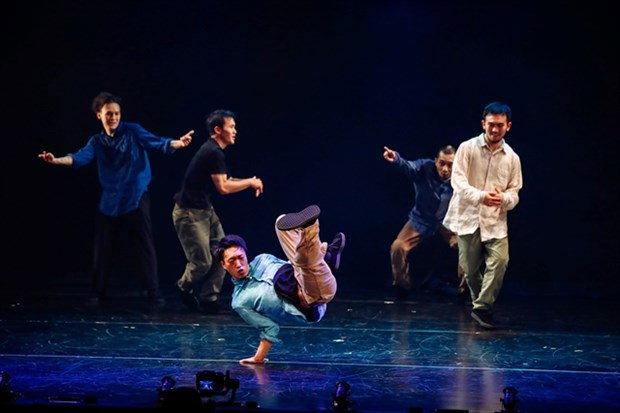 Asian artists dance together in Hanoi hinh anh 1