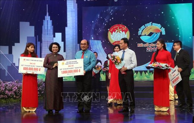 Concert raises over 1.9 million USD for the poor in HCM City hinh anh 1