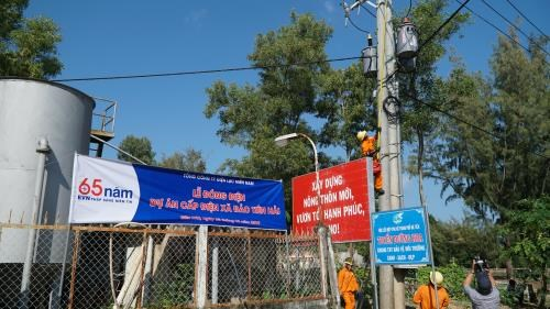 Kien Giang's island commune joins national grid hinh anh 1