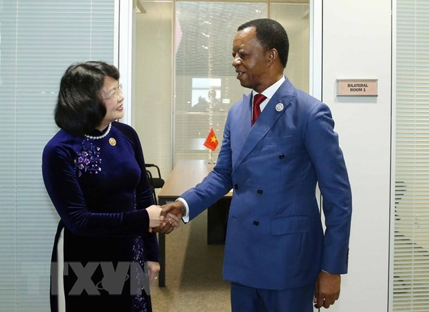Vice President meets foreign leaders on NAM Summit sidelines hinh anh 2
