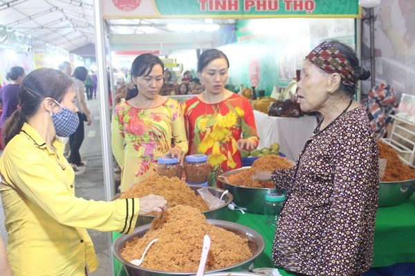 Hai Duong fair features handicrafts, OCOP products hinh anh 1
