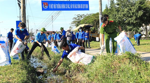 Vinh Long's youths join hands to protect environment hinh anh 1